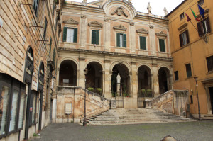 Piazza Vittorio - Biancaluna B&B, Bed and Breakfast near Rome Termini Train Station