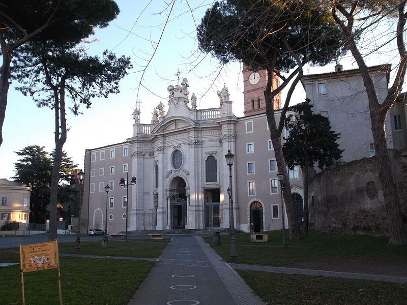 Basilica di Santa Croce di Gerusalemme vicino al biancaluna Bed and Breakfast Roma Stazione Termini